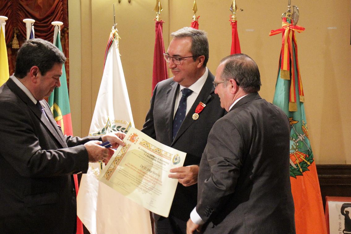El Dr. Diego Rivas recibe la Medalla de Oro al Mérito Profesional de las Relaciones Industriales y Ciencias del Trabajo 2019